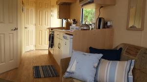Lovely, coastal inspired self catering caravans to hire close to Hartland Village
