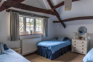 Granary Cottage twin room at Cheristow Farm Cottages, luxury self catering
