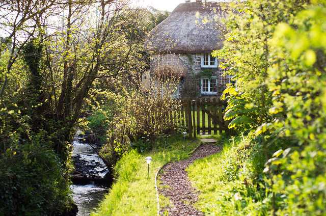 Philham Water Holiday Cottage Hartland North Devon - path through the private garden to the cottage