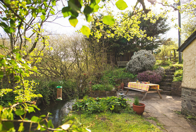 Philham Water Holiday Cottage Hartland North Devon - private garden and patio