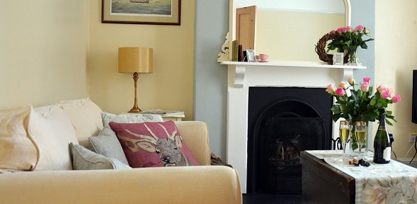 Bay Tree Cottage, lovely victorian self catering townhouse in Hartland Village, Devon