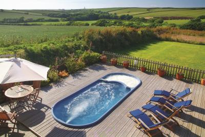 Hartland House Spa outdoor swimspa - fantastic holidays, breaks and treatments
